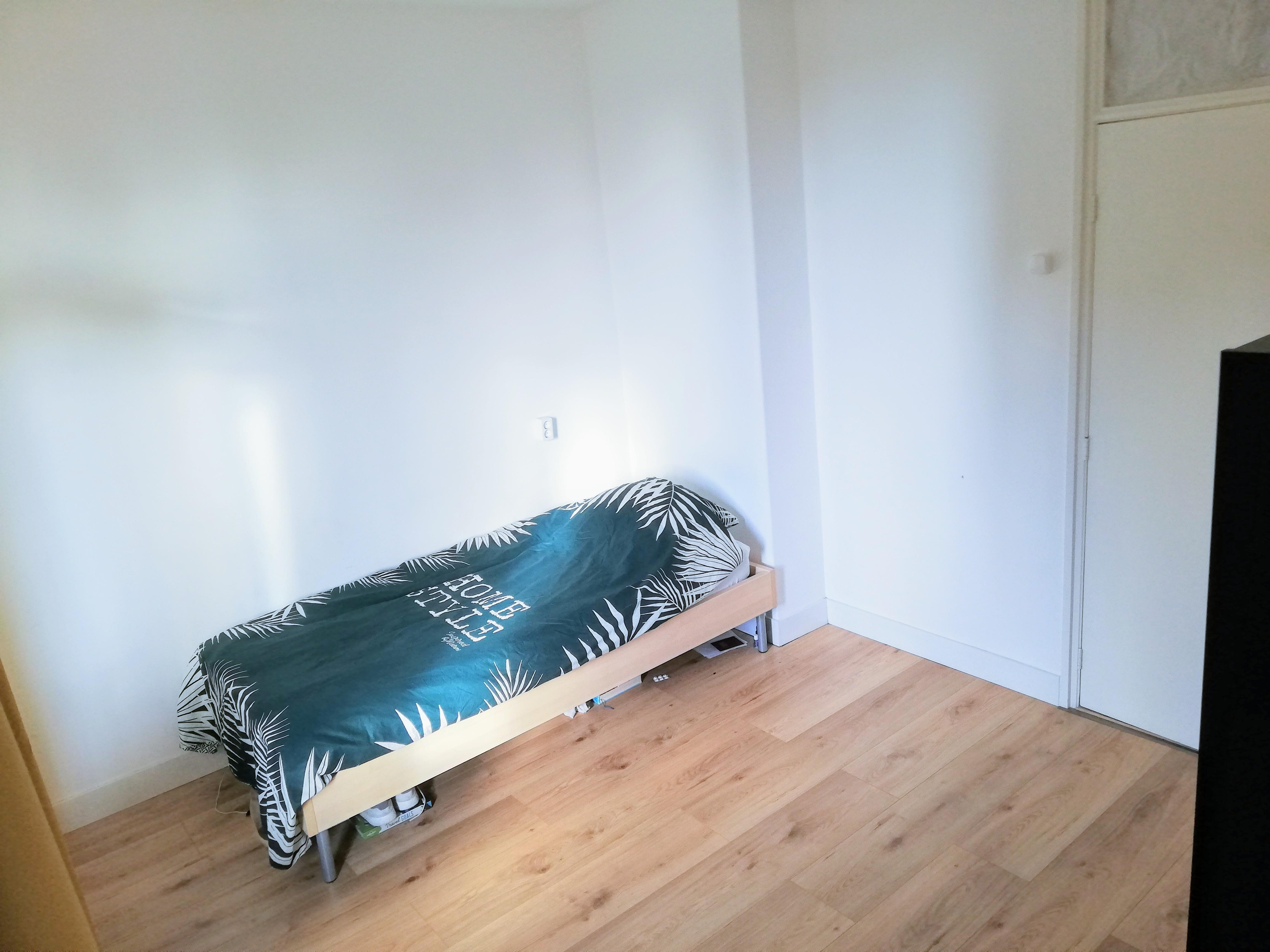 Spacious room to rent photo 25726606